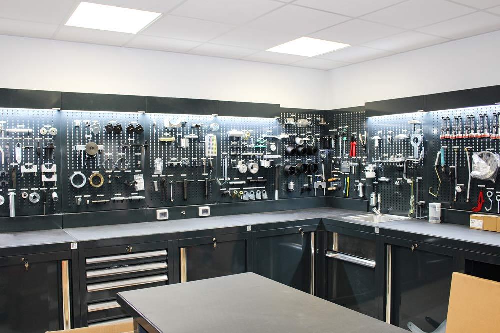 Atelier centre porsche loraine lk distribution for Arredamento officina meccanica