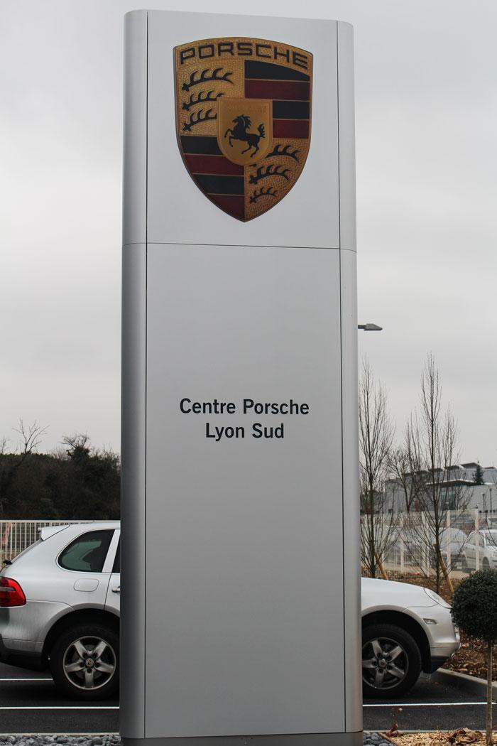 PORSCHE-LYON-ST-PRIEST.Enseigne.9