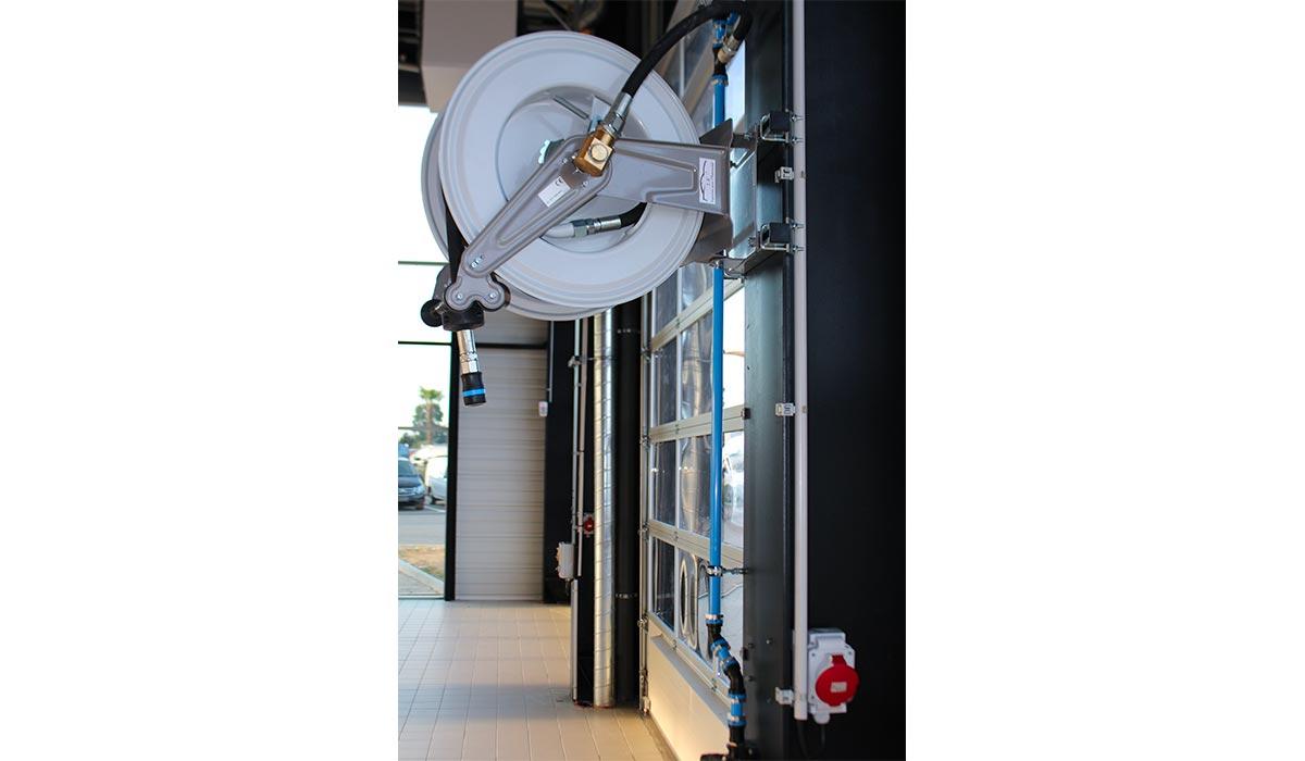 Enrouleur pour distribution de fluides en atelier - GRACO