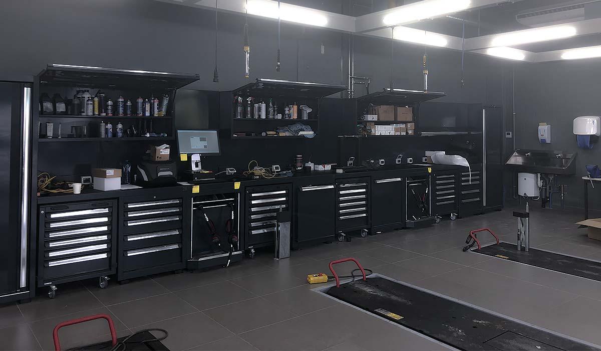 Mobilier DEA avec Servantes, poste informatique, meuble haut et armoire