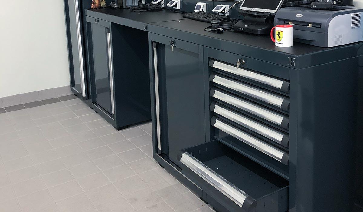 Mobilier DEA avec prisesRJ45 pour poste informatique - Atelier Ferrari SF Grand Est